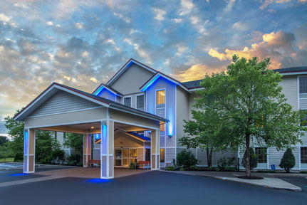 Holiday Inn Express Suites - Brattleboro